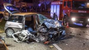 Vrouw zwaargewond na frontale botsing op vluchtauto in Zutendaal
