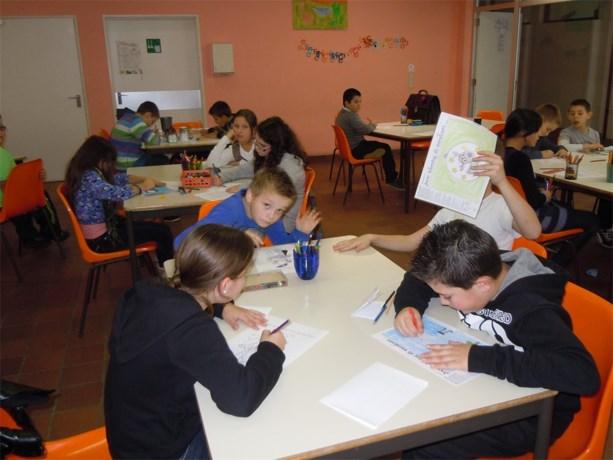 Kinderen van Het Kreeftje tekenen voor Cliniclowns