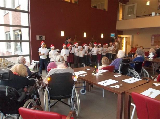 Leerlingen Sint-Albertus gaan kerstzingen in bejaardentehuis Uilenspiegel