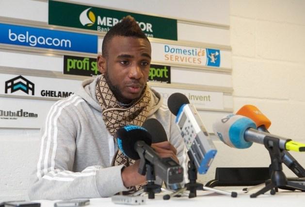 Mboyo geeft Boeckx kopstoot op training AA Gent
