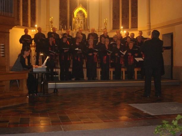 Volop kerstsfeer in kerk van Reppel