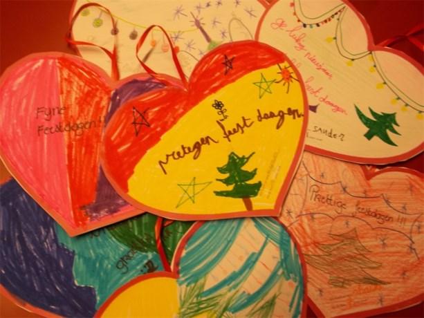Leerlingen Zedenleer wensen de bewoners van rusthuis Hoevezavel een prettig eindejaar