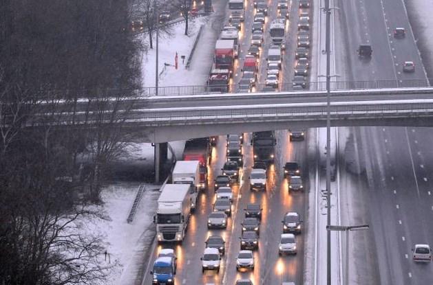 Winterweer zorgt voor verkeersellende op snelwegen