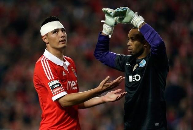 Topschutter Oscar Cardozo blijft Benfica trouw