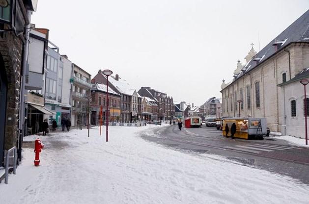 Sneeuw en ijzel maken wegen zondag spekglad