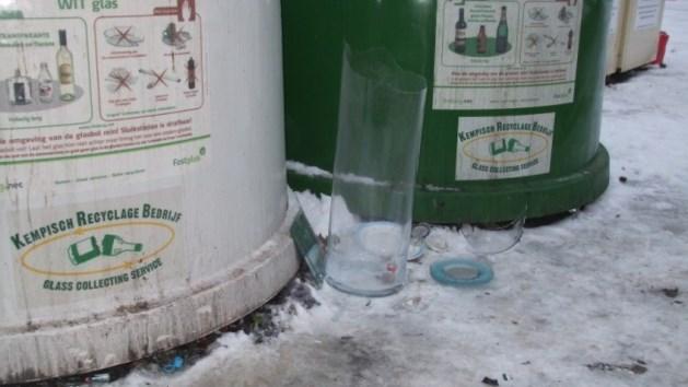 Gevaarlijke situatie aan de glascontainers