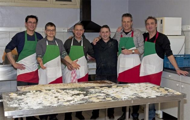 Heren koken Italiaans voor hun dames