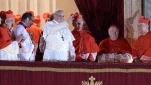 Kardinaal Danneels mee op het balkon (video)