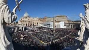 Honderdduizenden gelovigen en staatshoofden vieren Franciscus
