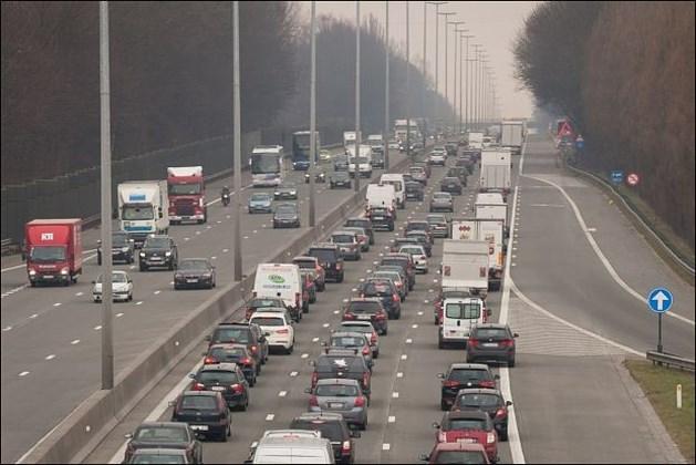 Wie dagelijks 30 km naar Brussel pendelt, verliest per jaar 101 uur