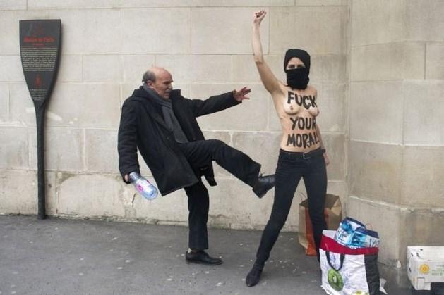 Naaktactivistes Femen aangevallen op straat