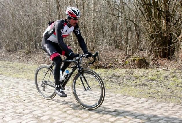 Cancellara komt opnieuw ten val (video)