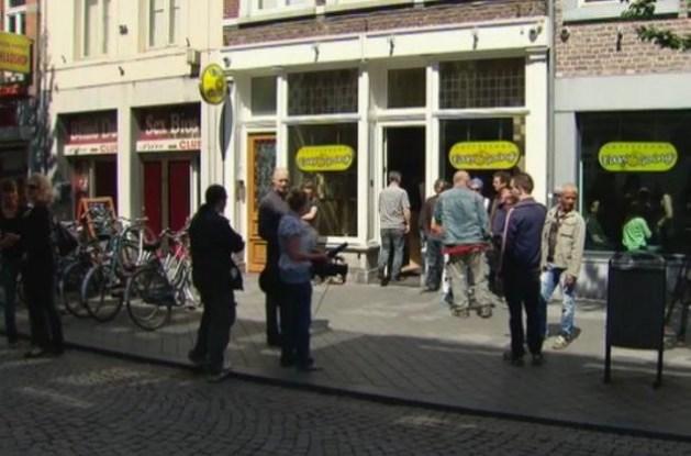 Nederlandse politie laat opstandige coffeeshops met rust (video)