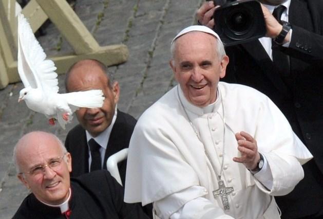 Paus twittert tegen abortus