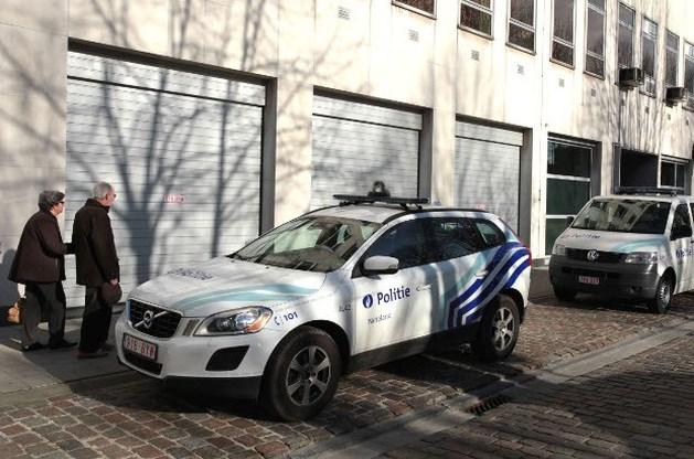 Man bouwt eigen auto om tot politiewagen