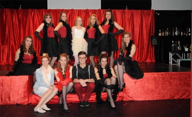 Showdance door dansstudio No Limit in uitverkochte schouwburg