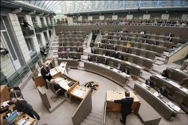 Vlaams parlement zet zes anciens in de bloemetjes