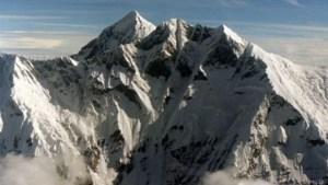 Vrouw beklimt Mount Everest na beenamputatie