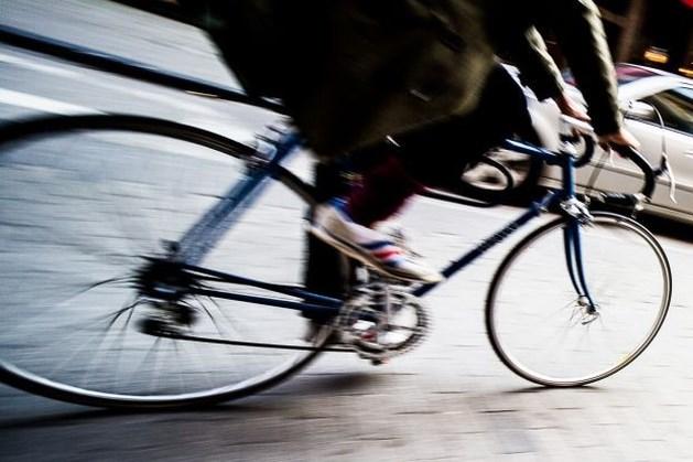 Meisje (21) twittert dat ze fietser omreed, politie start onderzoek