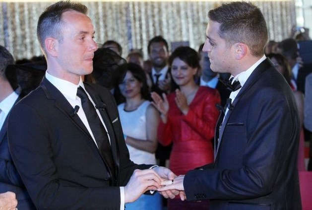 Eerste homohuwelijk in Frankrijk ingezegend
