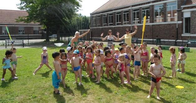 Kleuters Sint-Albertusschool koelen af bij een spetterend waterfeest