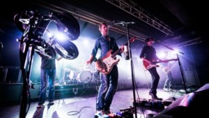 Verrassingsconcert in Antwerpse muziekclub : dEUS tankt Superdiesel