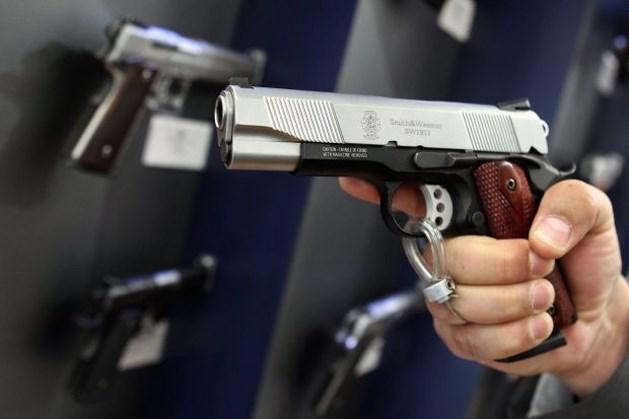 Commissaris verdacht van corruptie bij miljoenendeal politiepistolen