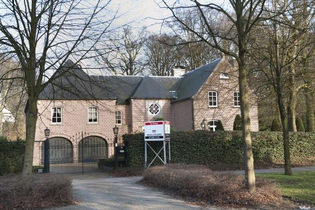 Nederlanders krijgen villa's in grensstreek niet verkocht