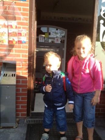 Grote zus Liana brengt broer Levi naar zomerklasje