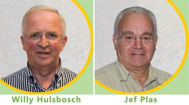 Willy Hulsbosch geeft de fakkel door aan Jef Plas