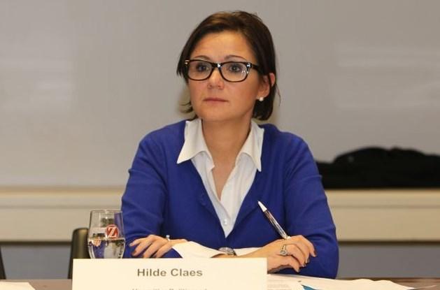"Hilde Claes: ""Ik heb nooit schriftvervalsing gepleegd"""