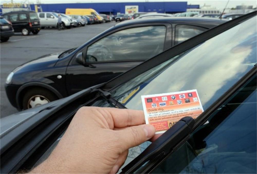 Opgepast met kleurige kaartjes auto opkopers