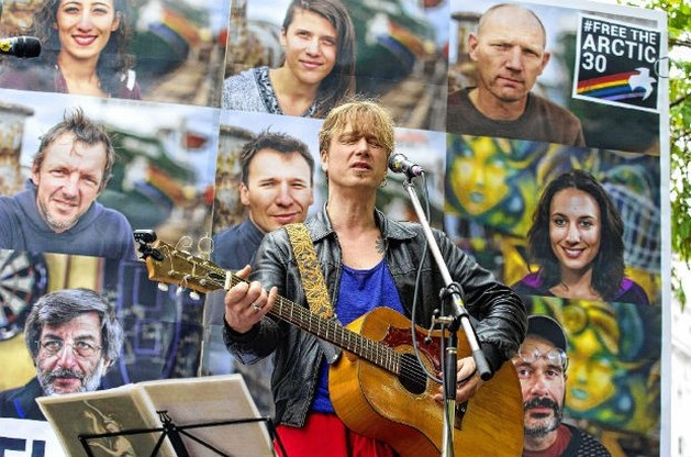 Stef Kamil Carlens solo op avontuur - Zita Swoon Group 'on hold'