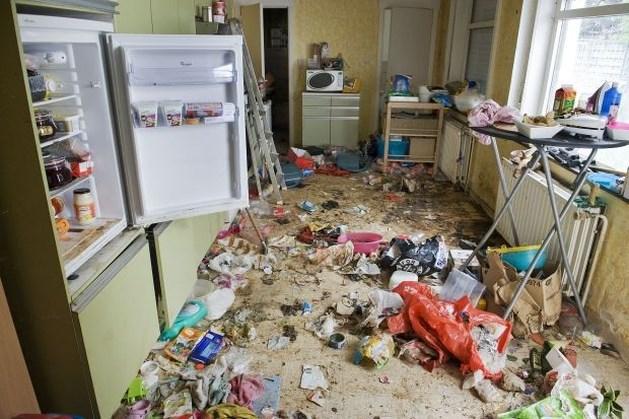 Privéfirma haalt gruwelhuis in Ledegem leeg