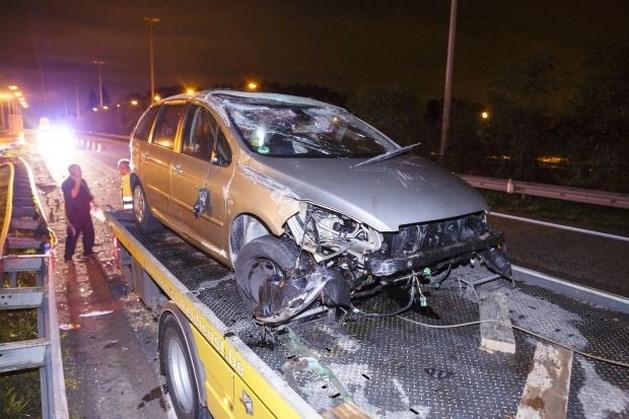 Diepenbekenaar ongedeerd na zware crash op E313 in Hoeselt