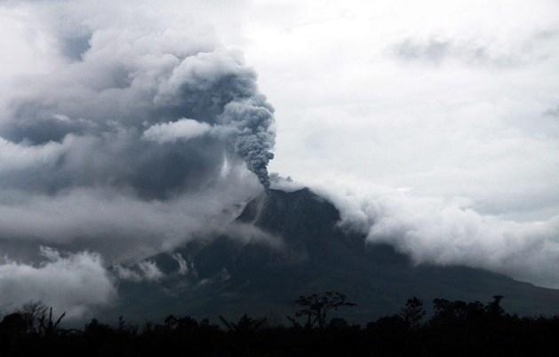 Duizenden mensen op de vlucht voor vulkaanuitbarsting in Indonesië