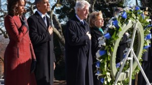Barack Obama legt bloemenkrans aan graf JFK