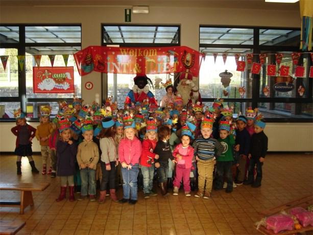 De kleuters van GBS Dol-Fijn verwelkomen Sinterklaas