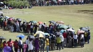 Duizenden Zuid-Afrikanen groeten lichaam Mandela