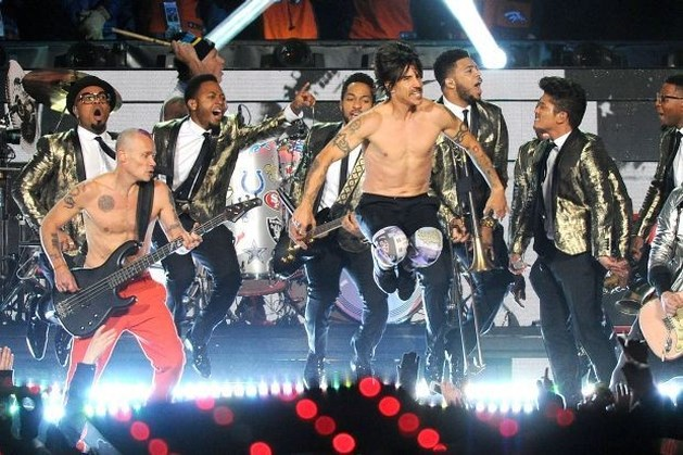 Red Hot Chili Peppers geven playback tijdens Super Bowl toe
