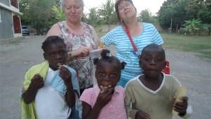 Drie Opglabbekenaren brengen bezoek aan weeshuis OSJOSMA in Haïti