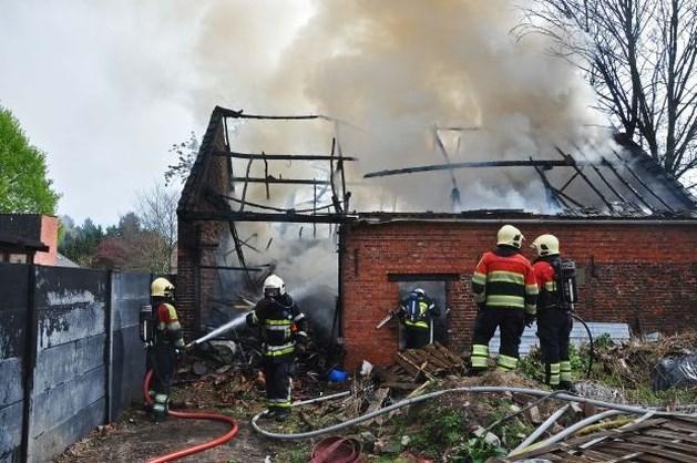 Schuur uitgebrand in centrum van Hamont (video)