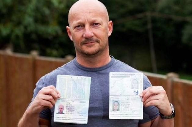Kale man raakt met paspoort van blonde vriendin door douanecontrole