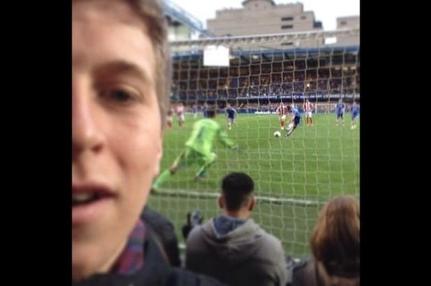 Jonge Chelsea-fan maakt furore met unieke selfie