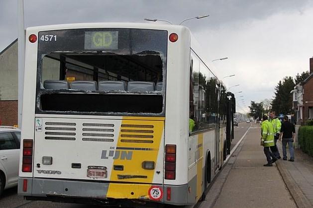 Ladder verbrijzelt achterruit Lijn-bus: 6 gewonden