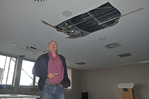 Binnensijpelende regen vernielt bovenverdieping Diagnosecentrum