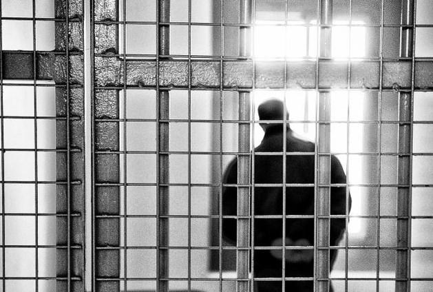Cipiers folteren gevangene dood uit wraak