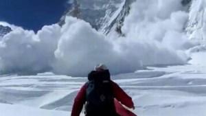 Dertiende dode geborgen na lawine op Everest, families sjerpa's krijgen 295 euro