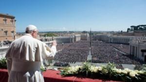 Paus roept in Paasboodschap op tot vrede en hekelt verkwisting