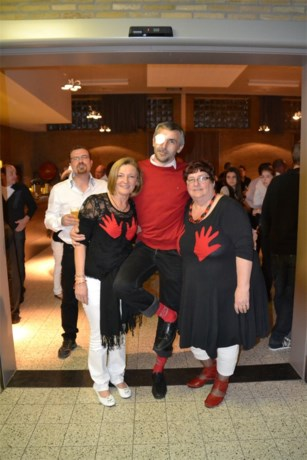 Turnfeest in 'black and white with a touch of red'